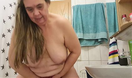 Cleaning my pussy