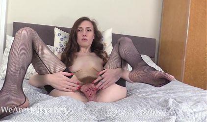 Mercy Quinn poses in black before masturbating